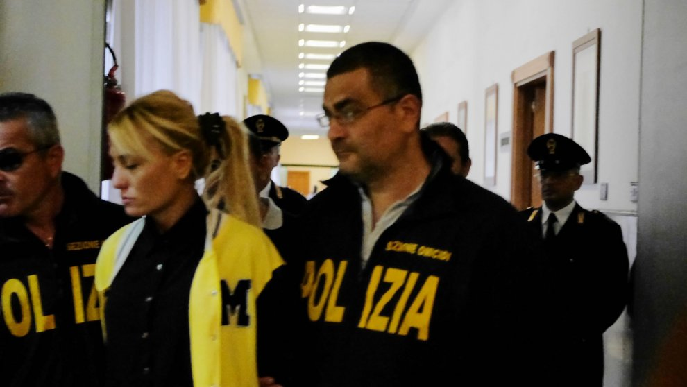 """La guerra di Forcella tra i Buonerba """"eredi"""" dei Mazzarella e la paranza dei ragazzini legata ai Sibillo: 64 arresti tra cui molte donne"""