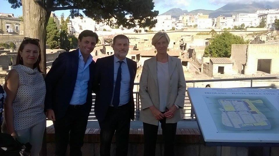 Il Ministro della Difesa Pinotti in visita agli Scavi. Buonajuto: «In questa settimana messa in mostra Ercolano Capitale»