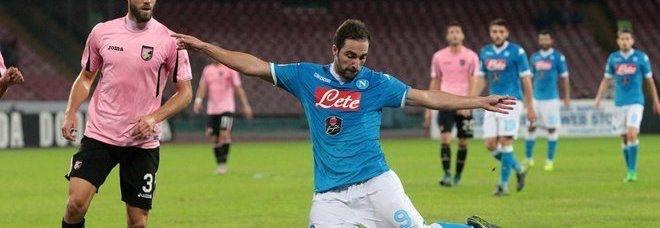 Il Napoli sogna ancora: battuto 2 a 0 il Palermo
