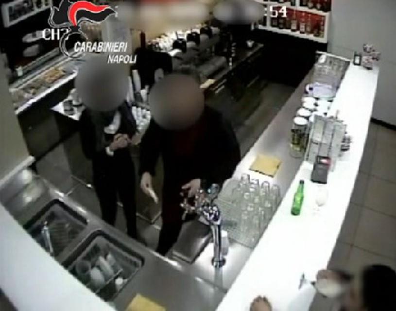 Cercola: si finsero clienti e poi rapinarono armati un Bar. Arrestati