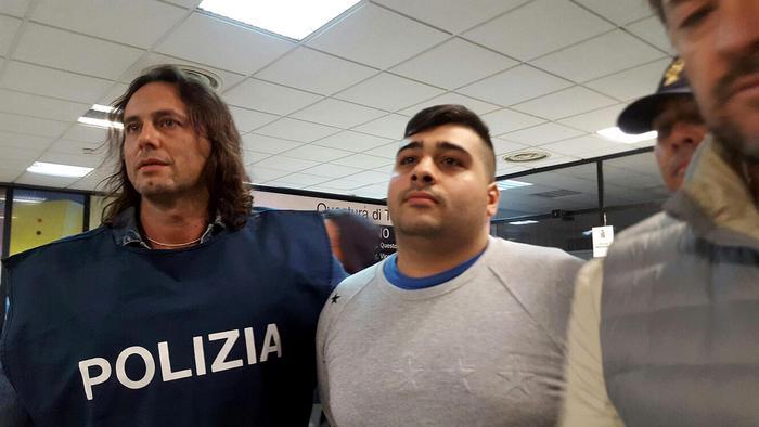La polizia cattura a Terni il baby boss Lino Sibillo, suo fratello Emanuele fu ammazzato in una sparatoria
