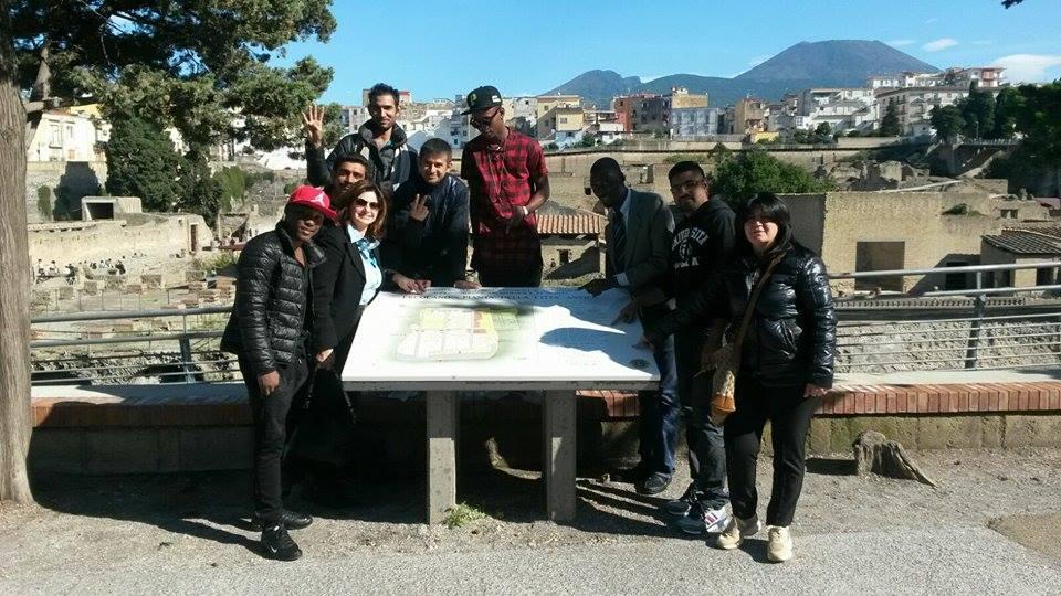Un gruppo di migranti visita gli Scavi archeologici accompagnato dall'amministrazione comunale. Buonajuto: «Ercolano è cultura e cultura è integrazione»