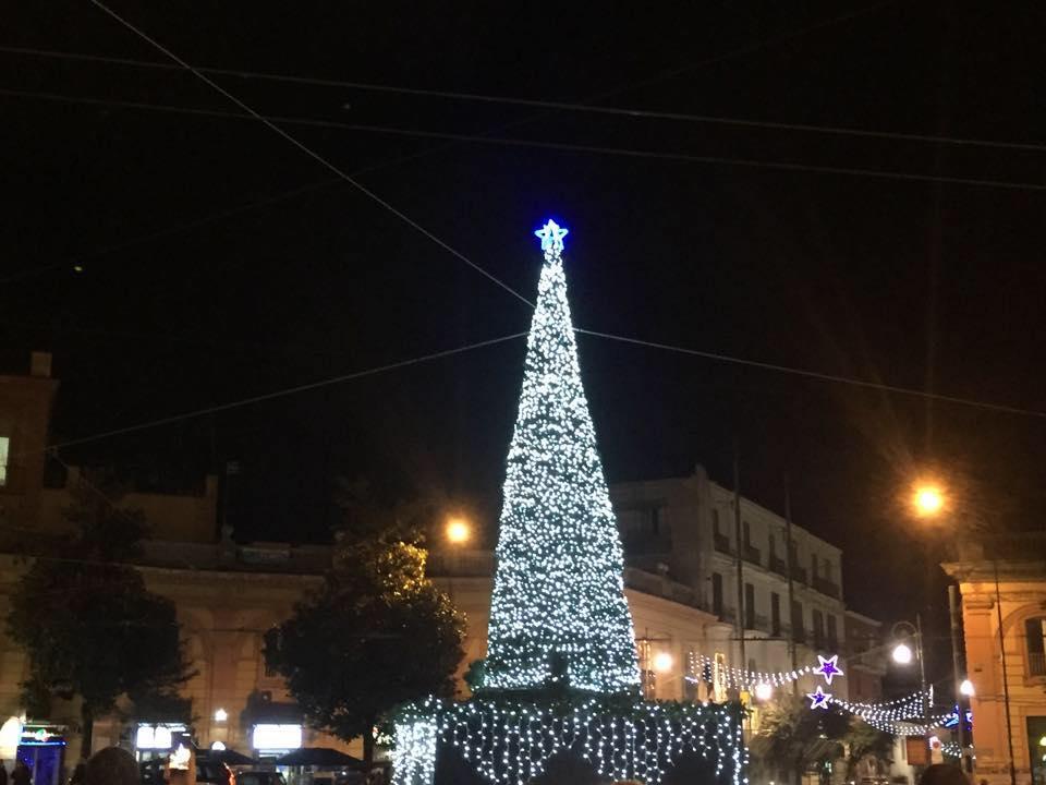 Natale a Portici, al via ieri sera i festeggiamenti con l'accensione dell'albero e coro Gospel in Piazza San Ciro