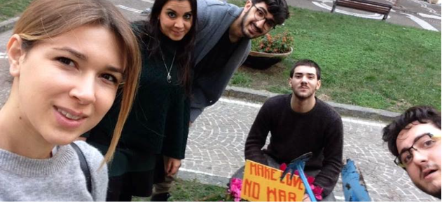 Portici. Guerrilla gardening in città: fiori e messaggi di pace per dire no alla guerra e al Terrorismo