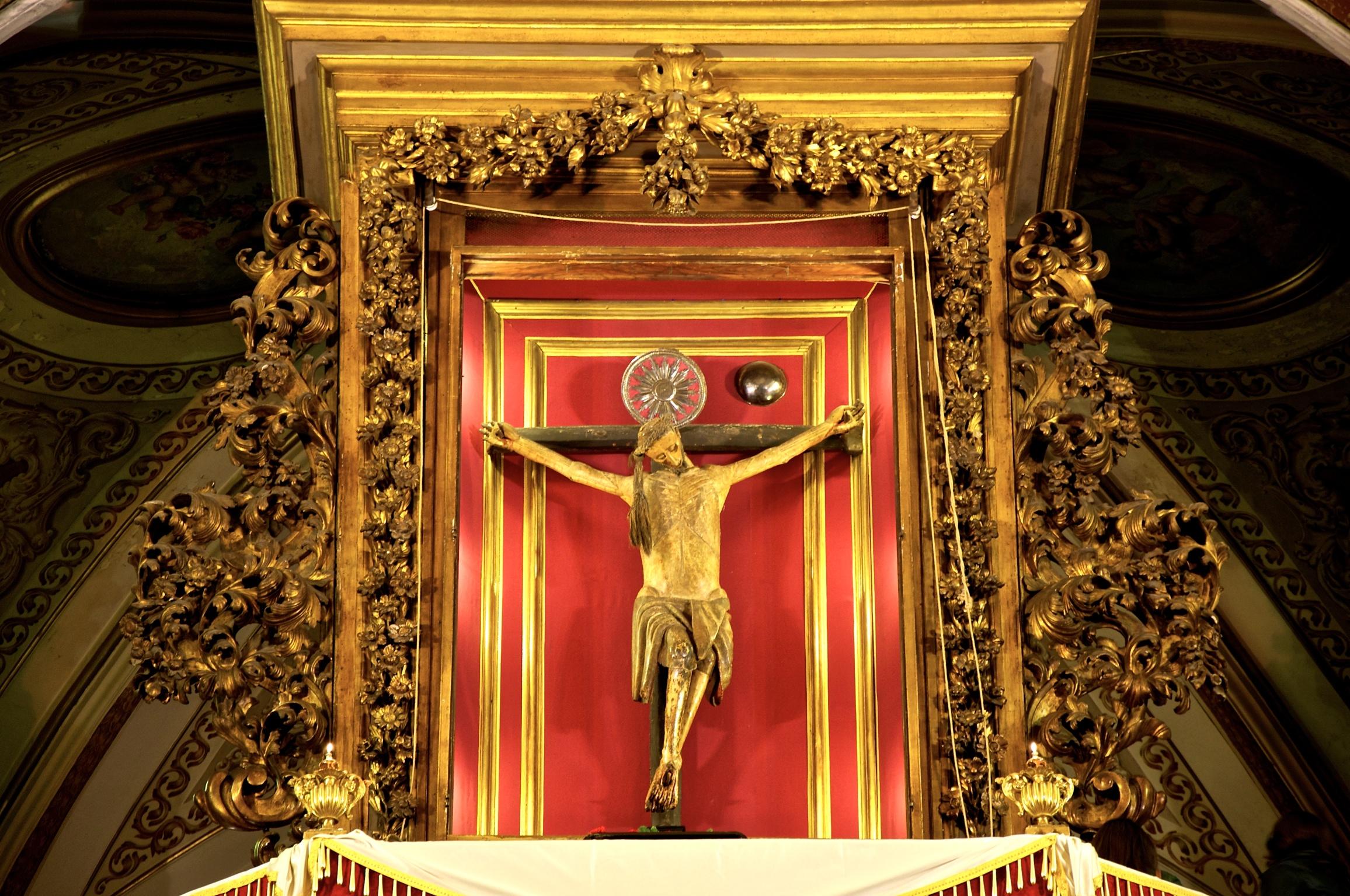 Per la prima volta in tempi moderni, l'antica celebrazione dello svelamento del Crocefisso prende vita al Carmine Maggiore