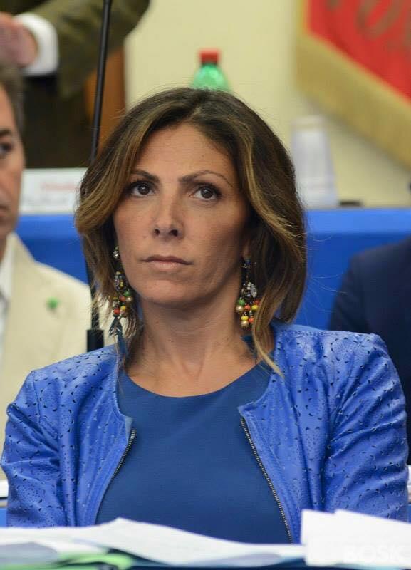 """Elvira Romano, penalista """"timida"""" che fa la vice sindaco per le due figlie nel ricordo del suocero"""