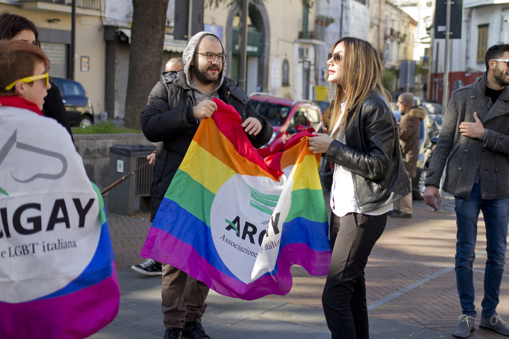 Napoli: in migliaia in difesa dei diritti civili di lesbiche, gay, bisessuali e transgender