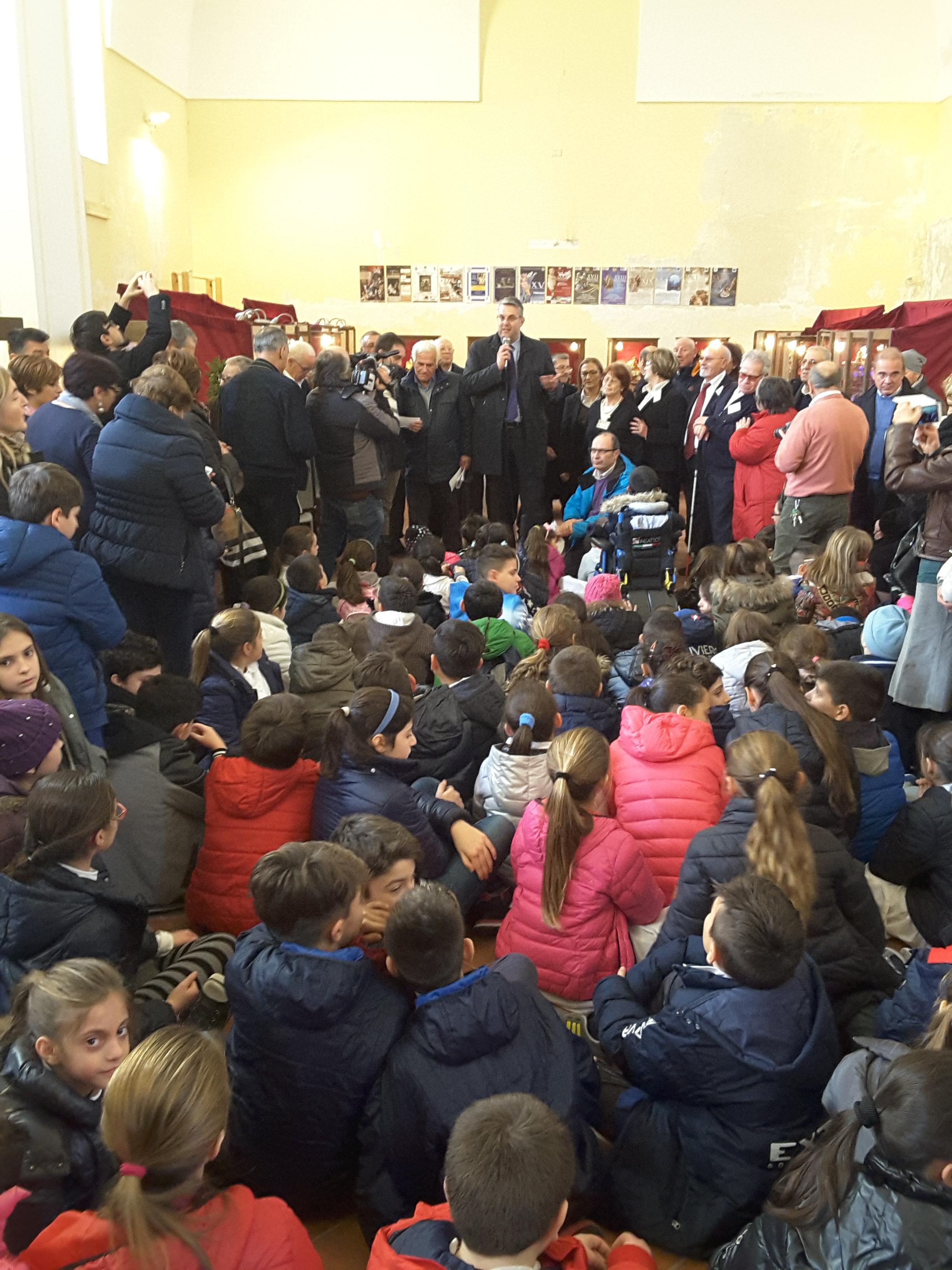 """San Giorgio a Cremano. Centinaia di bambini  per la premiazione del progetto  """"Ricicli-Amo il Natale"""""""