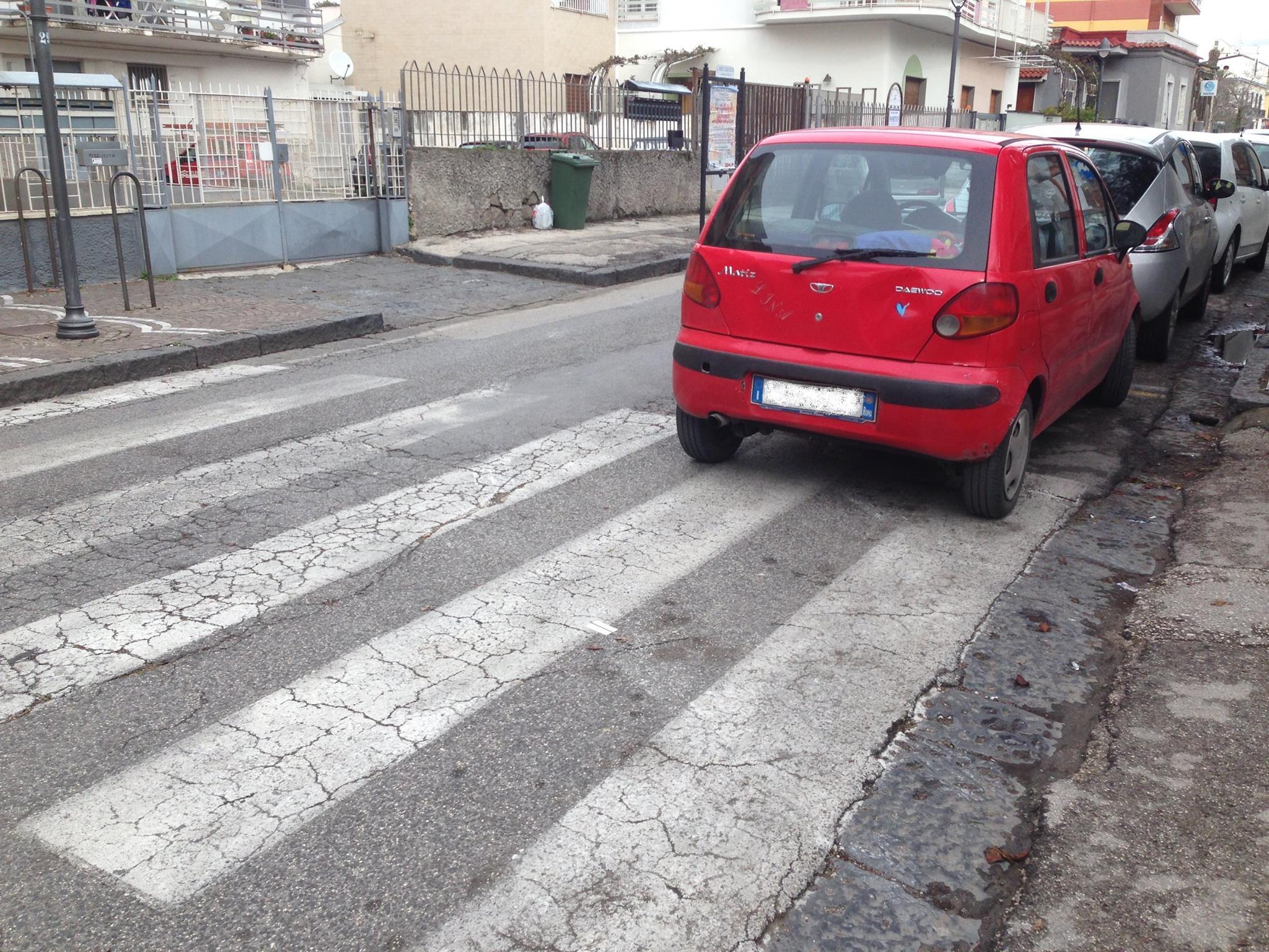 (Fotogallery) Delinquenza, inciviltà e caos per le strade di Pollena Trocchia