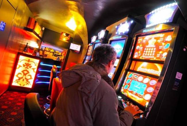 Estorsioni a imprenditori di videopoker: il business di casa Vollaro. Arrestati 8 affiliati