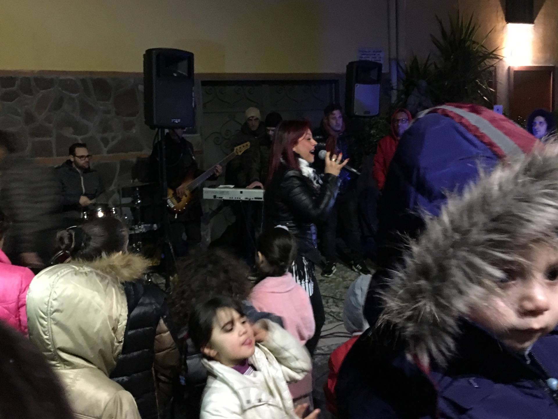 """Massa di Somma: bagno di folla per il concerto di Giusy Attanasio organizzato dall'Associazione """"Insieme si può"""""""