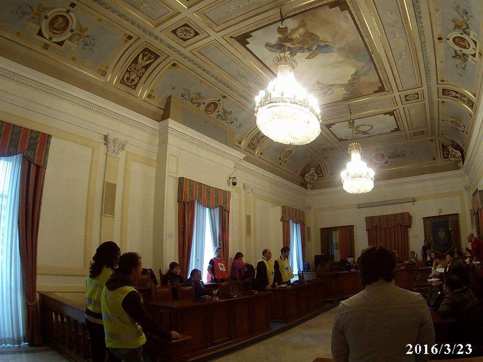 San Giorgio a Cremano. Al consiglio comunale i grillini indossano la pettorina contro le trivellazioni.