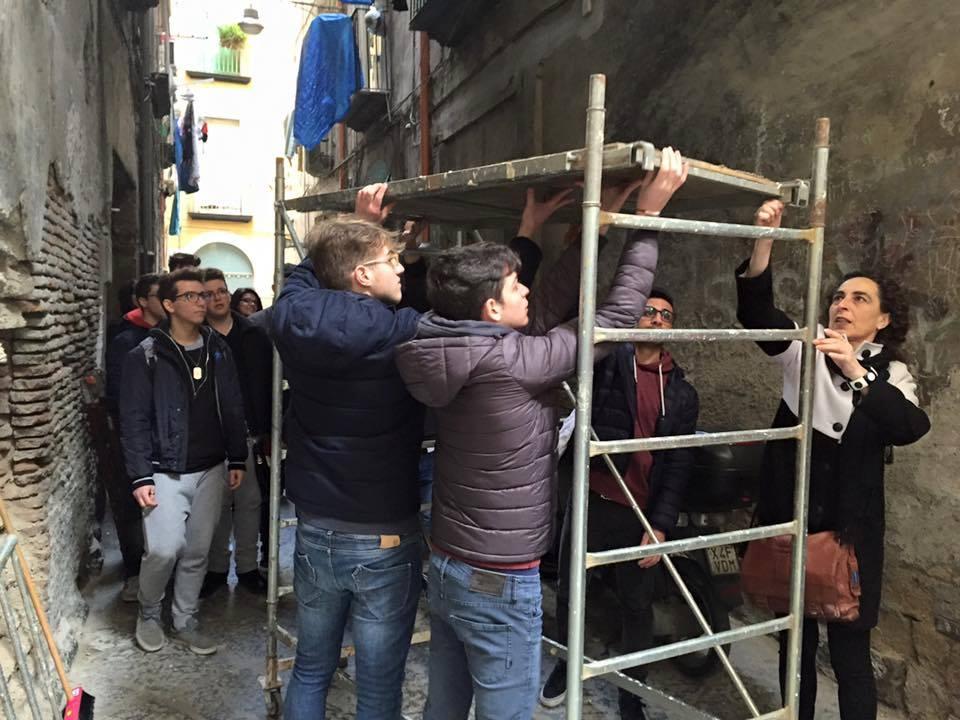 A Rua Catalana studenti e artisti restaurano opere d'arte