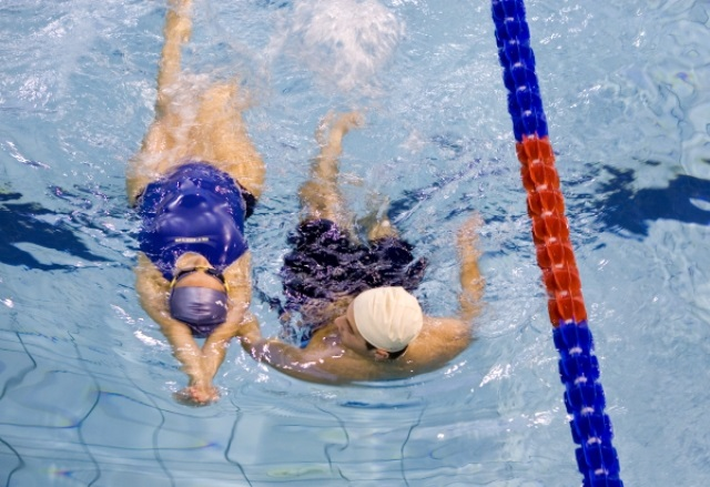 Abbracciata Collettiva – Maratona di nuoto di 30 ore da Sabato 2 a domenica 3 aprile al Centro Sportivo Gruppo Cesaro di Portici per sostenere i bambini autistici