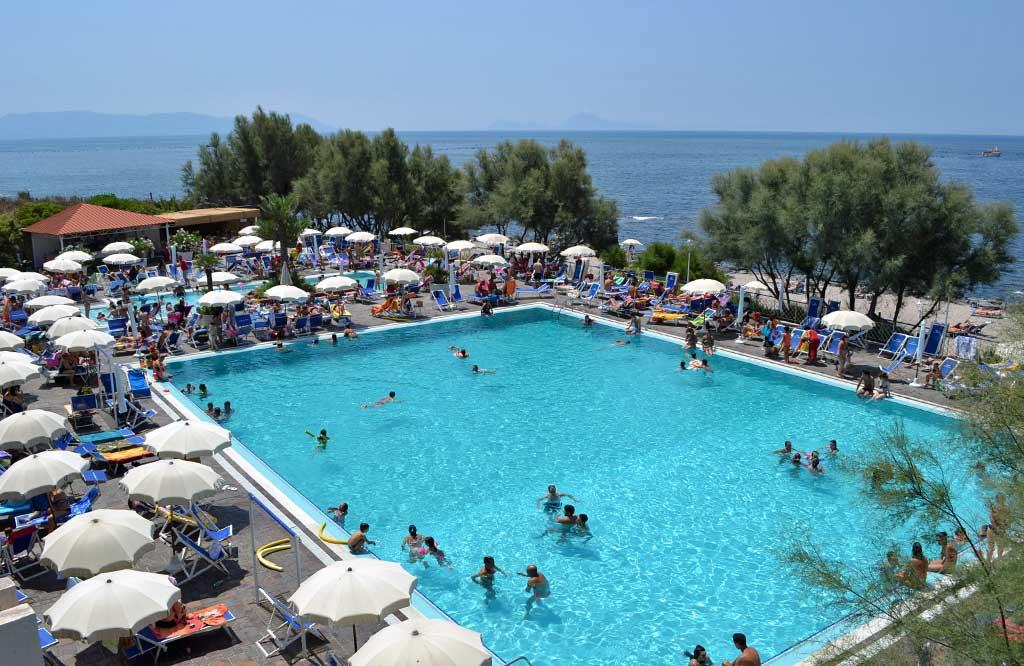 Convenzione tra Comune di Ercolano e piscine del territorio per consentire l'accesso al Nuoto delle fasce deboli. Il vicesindaco Fiengo: «Nostro obiettivo è favorire l'attività sportiva»