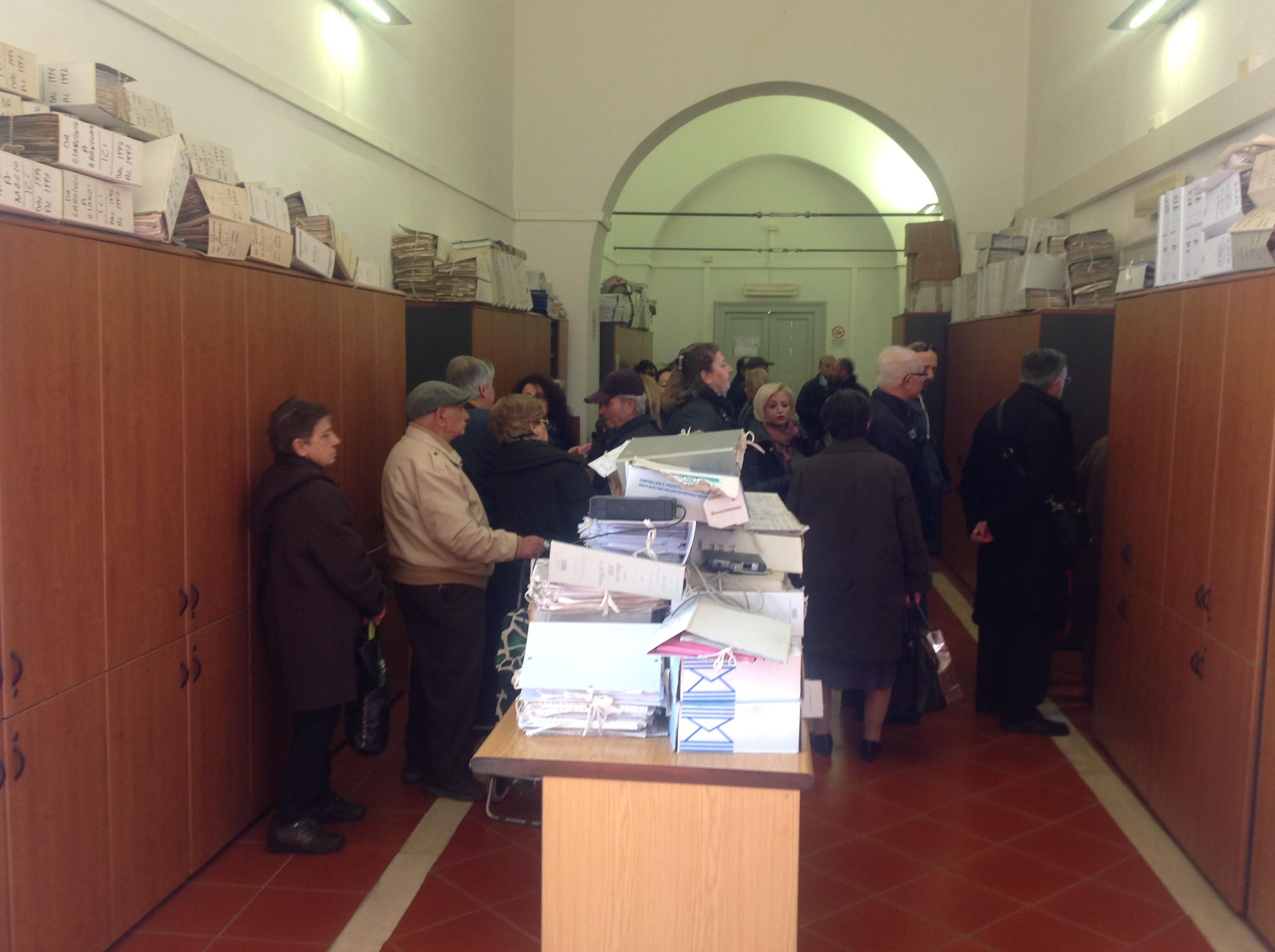 Caos al Comune per ritirare la tassa della Tari: le opposizioni protestano per la scelta dell'Amministrazione Comunale