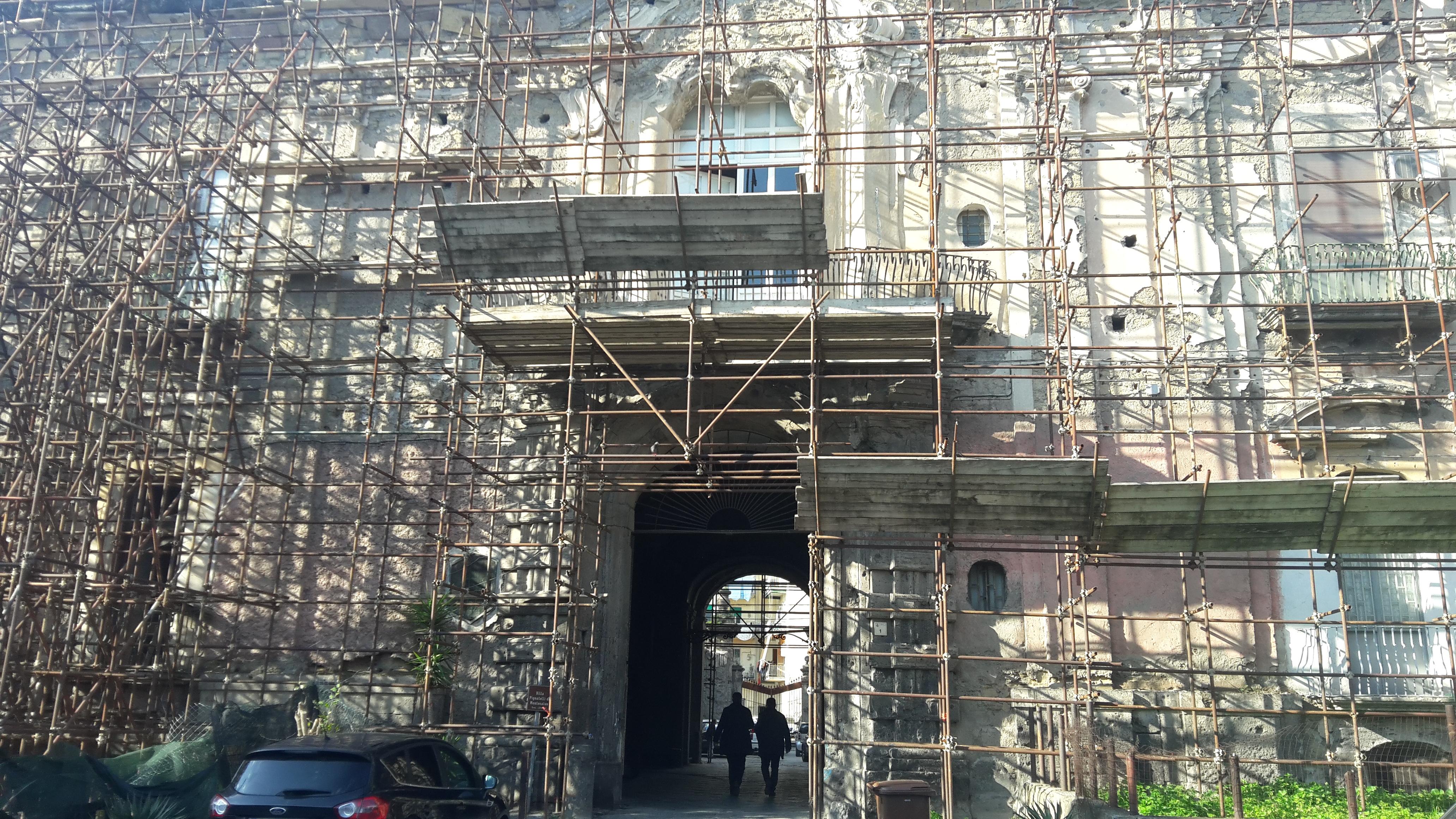 """""""Speriamo che se la cava"""". L'appello al Ministro Franceschini del sindaco Zinno per salvare la famosa Villa Pignatelli."""