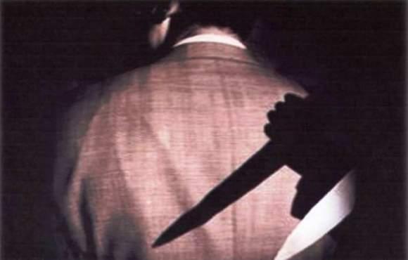Assassinato nella sua abitazione a colpi di coltello: un altro giallo napoletano