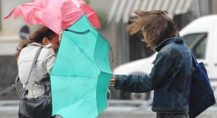 Piogge e vento: in Campania la Protezione civile dirama allerta meteo per tutto il weekend
