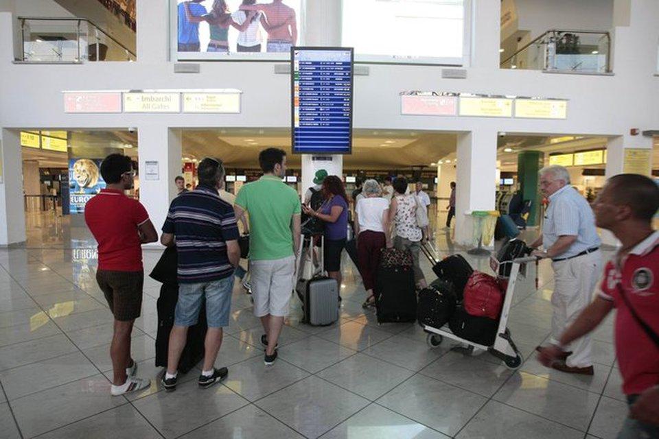 Traffico aereo, oltre 250 voli fermi sabato 9 sciopero indetto dal sindacato autonomo Un.I.Ca.