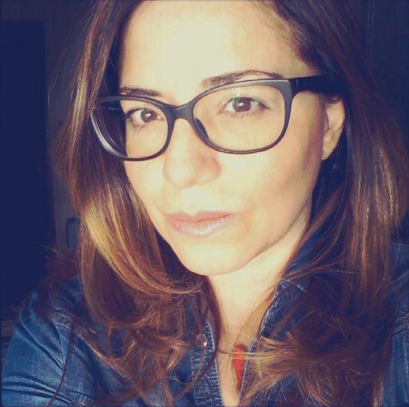 """""""Napoli nella luce del giorno"""", quello che c'è e spesso non si vede negli scatti della fotoreporter Mariagiovanna Capone esposti alla libreria Mooks Mondadori in piazza Vanvitelli"""