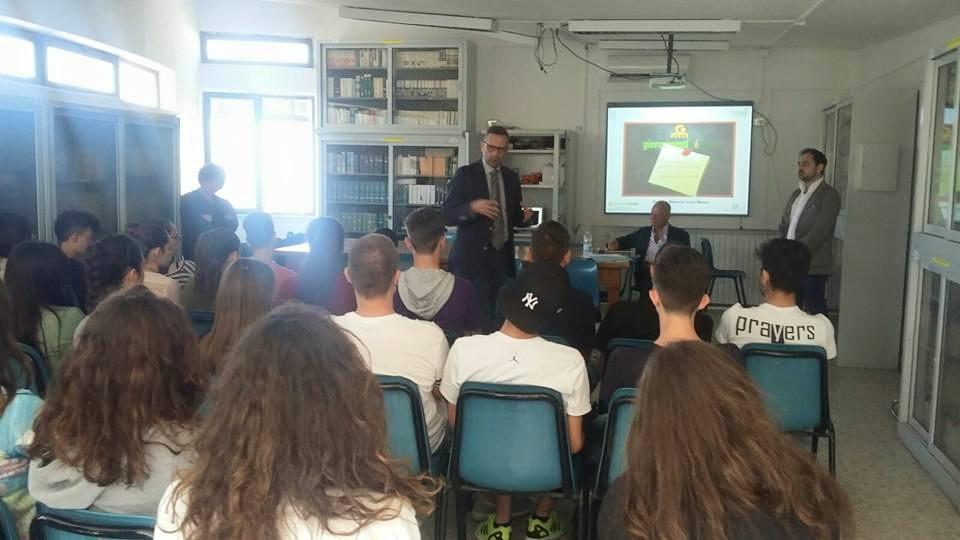 Portici. Gli alunni del liceo Silvestri a lezioni di legalità con Anci Campania e Polizia Municipale.