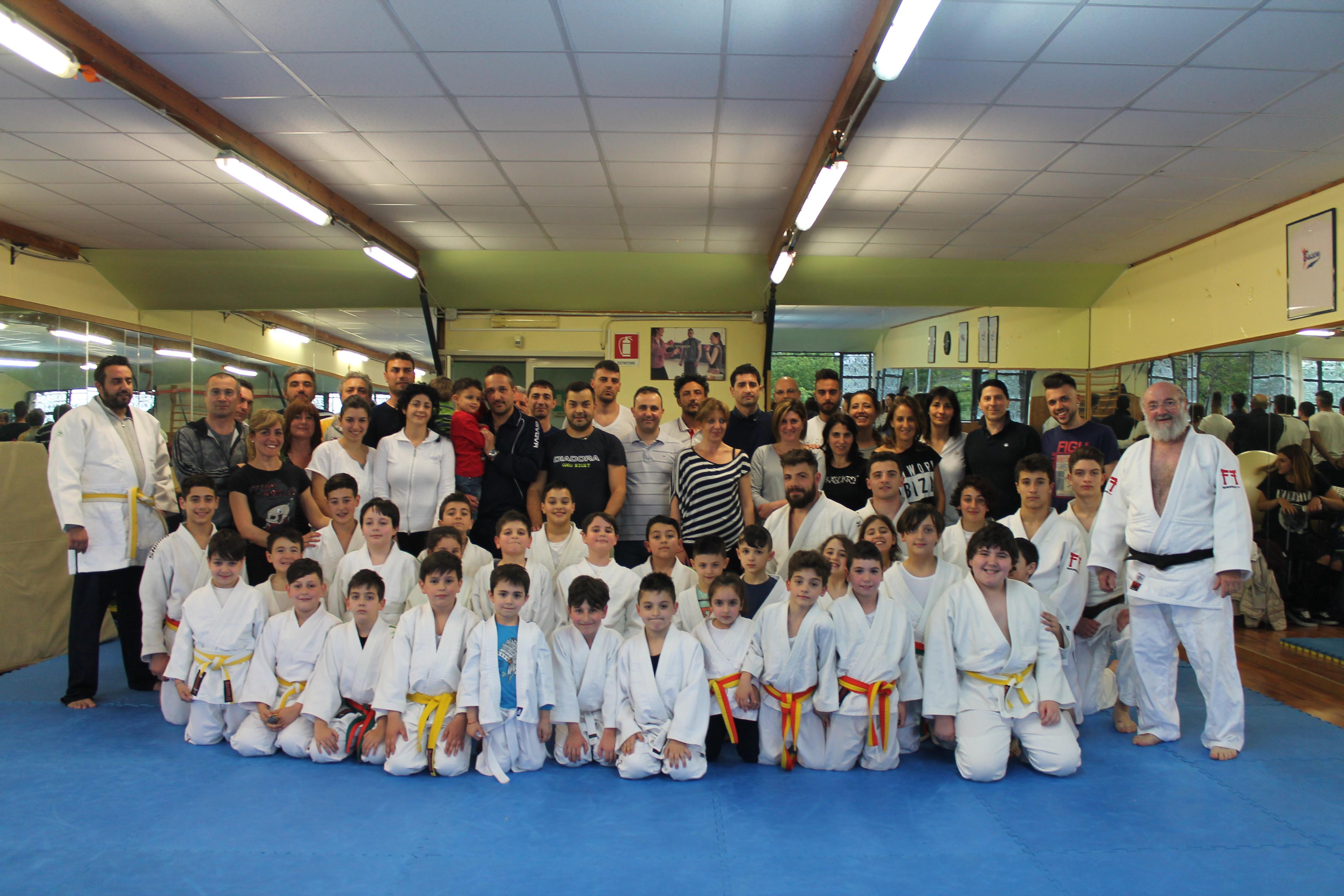 Il Busen Club Marino ha dato vita ad una manifestazione speciale: i piccoli judoka della palestra sono stati insegnanti per un giorno per i loro genitori. Un'occasione per riscoprire la genuinità del rapporto genitori/figli.