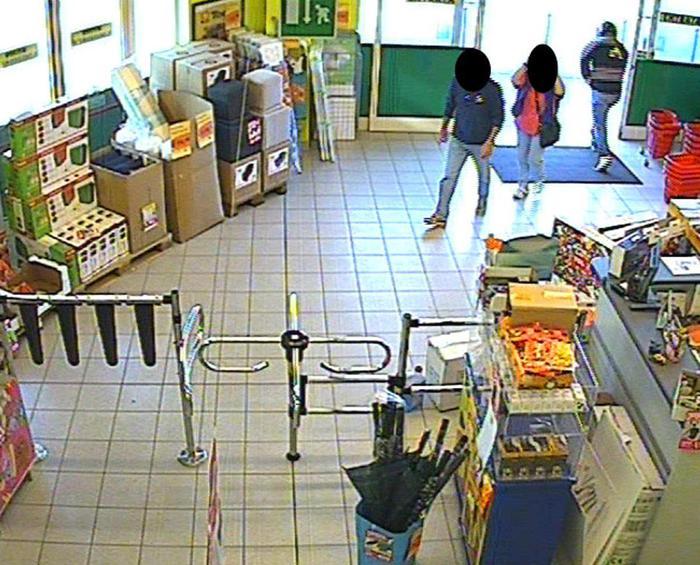 Presa la gang dei rapinatori seriali di supermercati: tra gli arrestati dai carabinieri anche vesuviani
