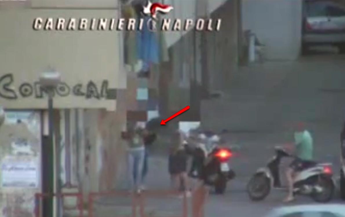 """I carabinieri si """"riprendono"""" il Conocal: quasi cento arresti nel rione delle faide, dove le donne sono boss"""