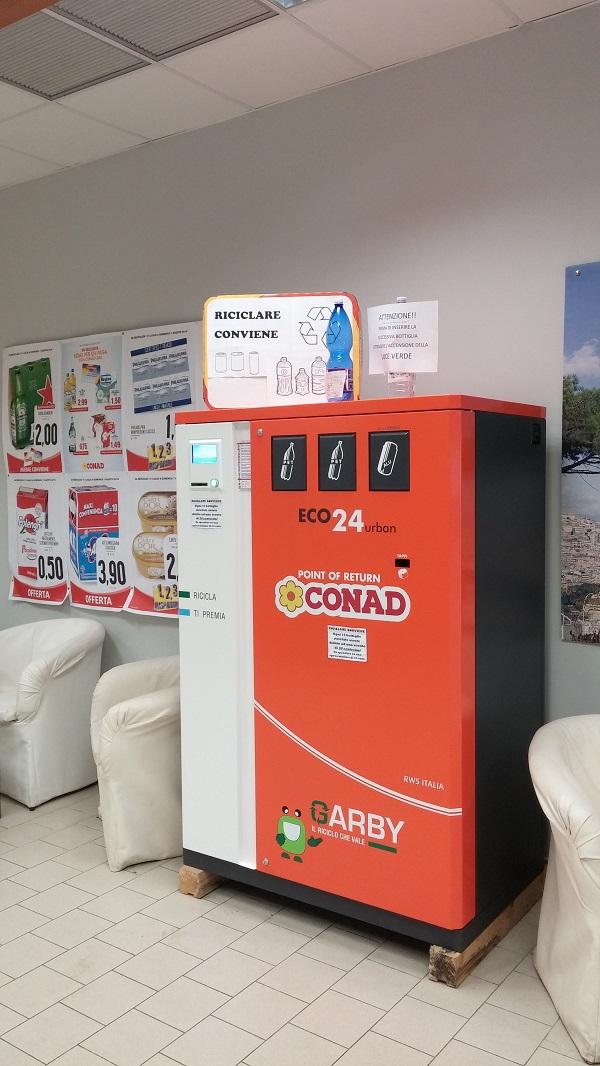 A Somma Vesuviana bottiglie di plastica e alluminio valgono sconti al Conad. Con 1000 conferimenti si va in vacanz