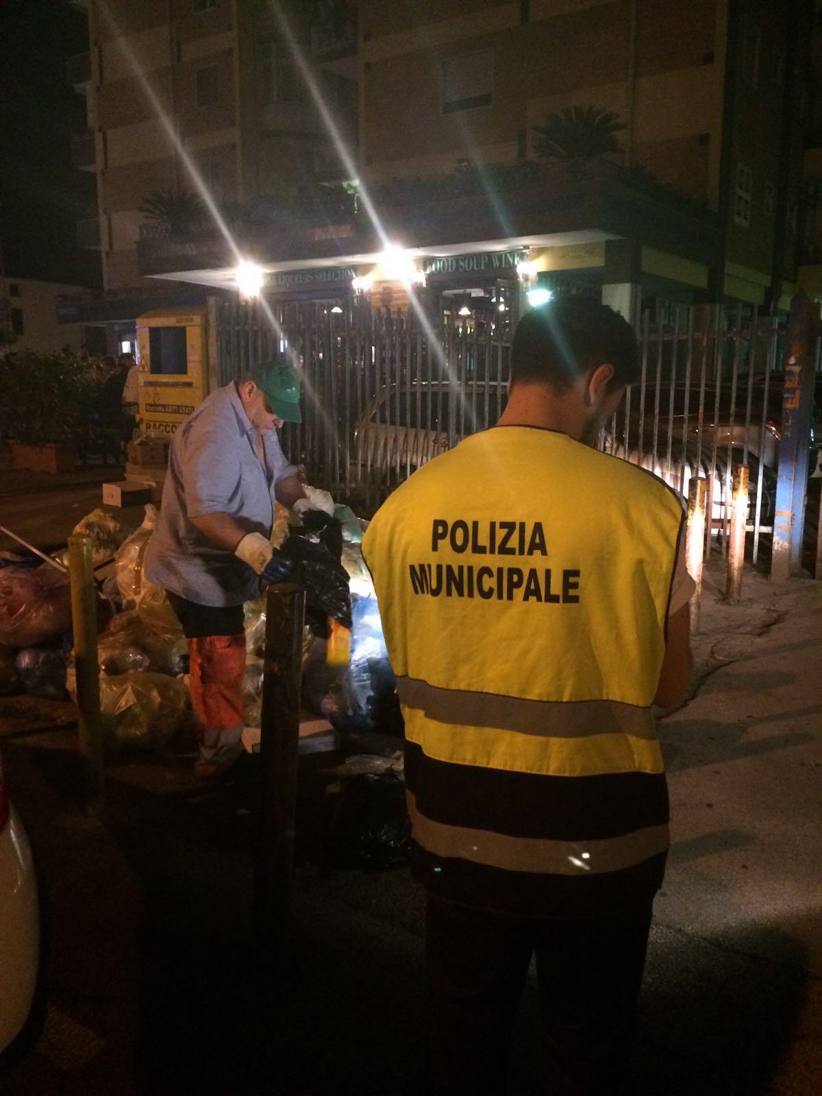 """Task force contro l'illegalità, il sindaco in strada con gli agenti. Zinno: """"Tolleranza zero anche sui reati ambientali """""""