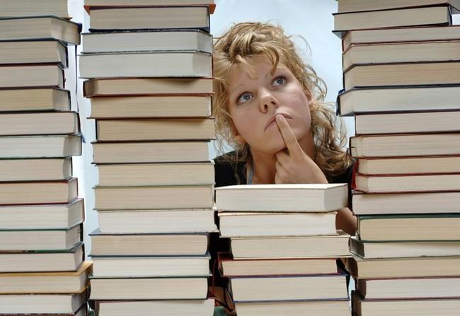 PARTI CON IL LIBRO Napoli per una notte intera diventa un viaggio per la scelta del libro da portare in vacanza