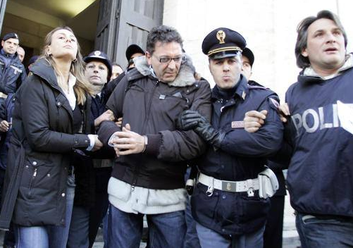 I boss Contini e Lo Russo condannati a 30 anni per un omicidio del 1983 in cui fu ucciso un uomo di spicco del clan di Raffaele Cutolo
