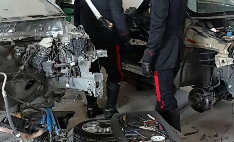 Sgominata centrale di auto rubato a Scisciano: due arresti per ricettazione