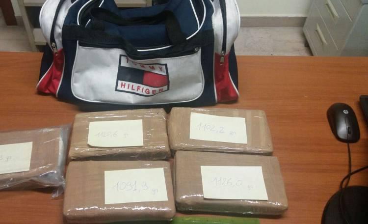 A Napoli sequestrati 18 chilogrammi di cocaina. Erano destinati allo spaccio dei clan di Camorra. Tre arresti