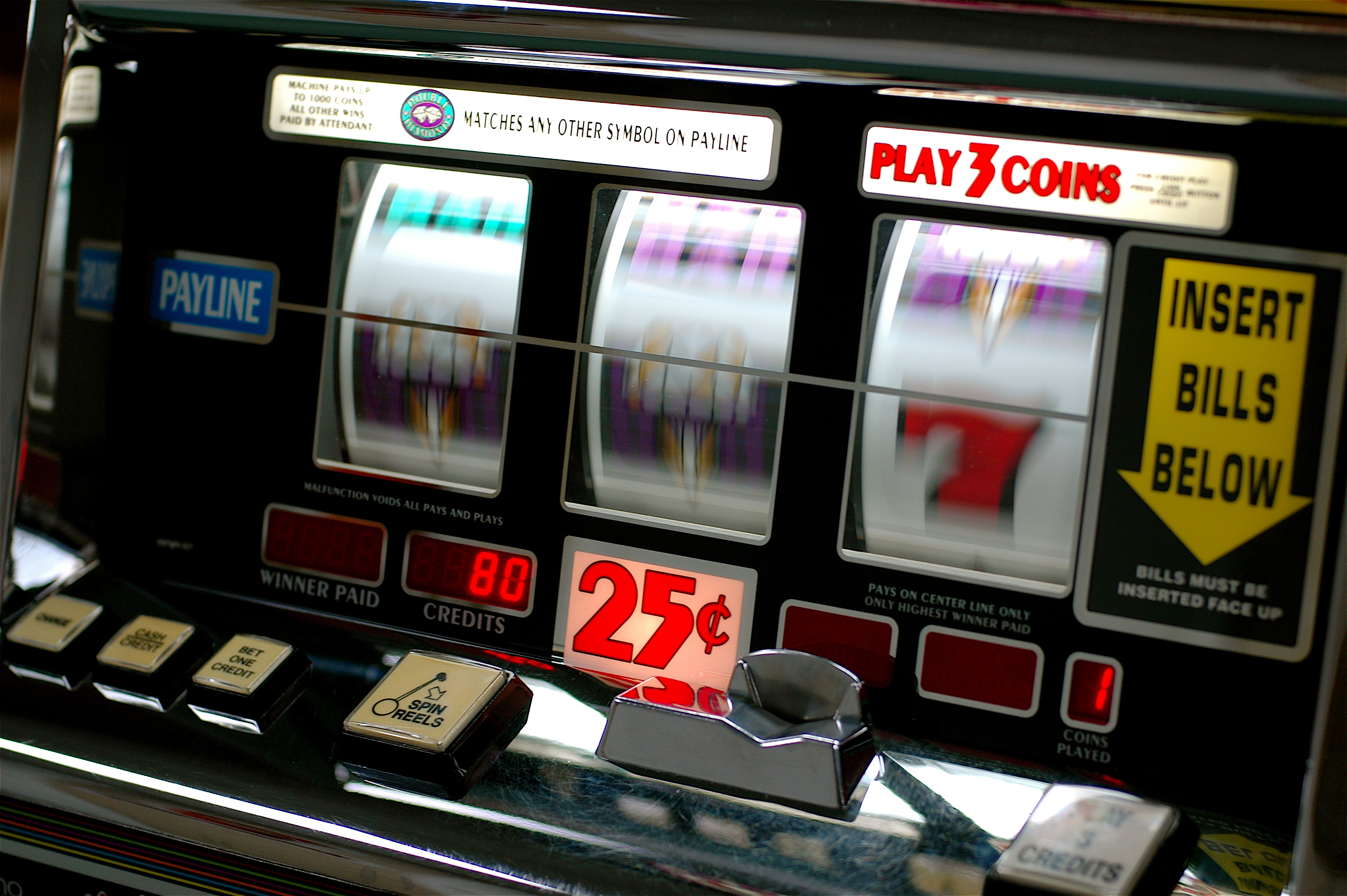 Fermati e arrestati dopo il furto di una slot machine