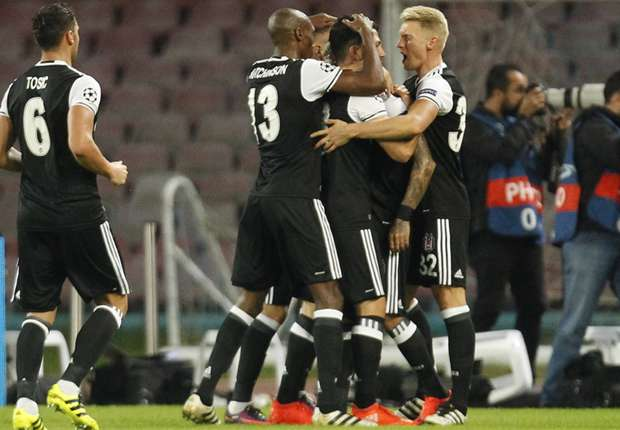 Il Napoli perde anche in Champions: terzo ko consecutivo. Tifoso 15enne turco picchiato