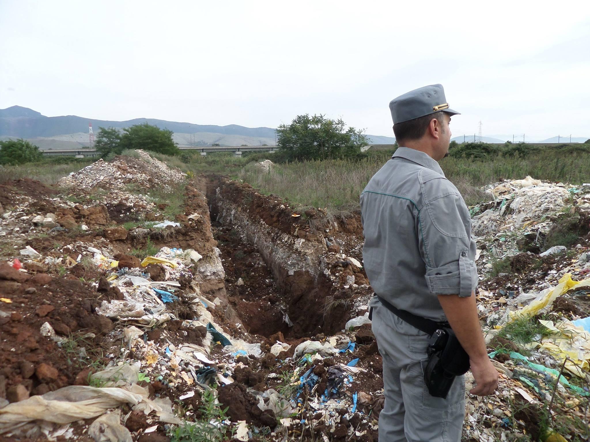 Blitz dei carabinieri nella Terra dei Fuochi, sospese attività 34 aziende