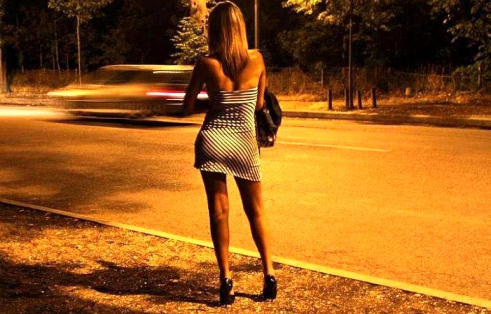 Pugno duro contro trans e prostitute: fermati clienti e una prostituta sedicenne