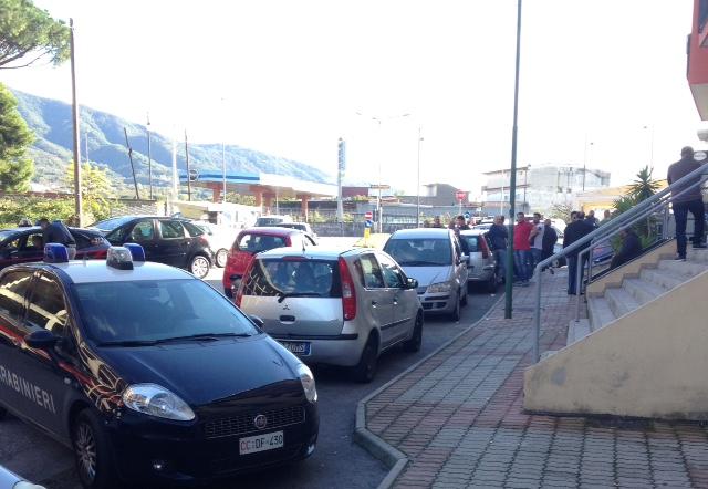 Rapina e sparatoria al Punto Snai di via Italia a Pollena Trocchia. Un giovane di Casalnuovo ferito all'addome, indagano i Carabinieri di Cercola