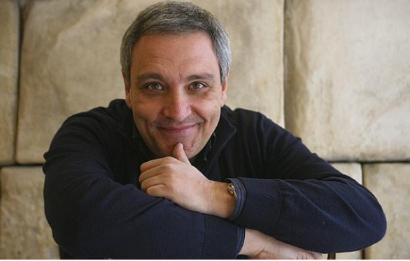 Con F2Cultura Maurizio De Giovanni spiega agli studenti del Liceo Genovesi l'arte della scrittura e della narrazione