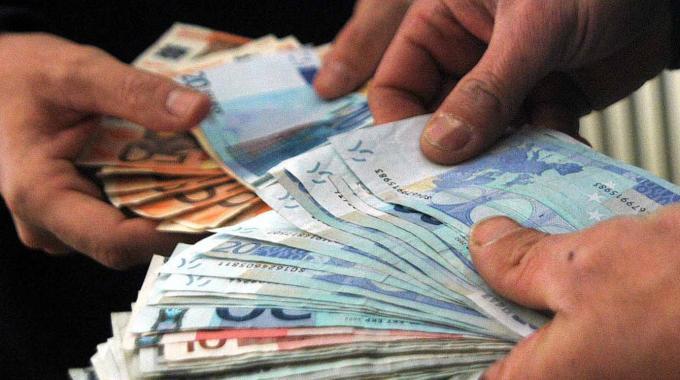 Arrestato dai carabinieri mentre smerciava soldi falsi