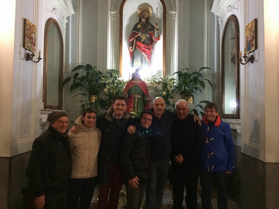 Paolo Brosio tra i fedeli della Madonna di Medjugorje durante gli incontri di preghiera a Pollena Trocchia