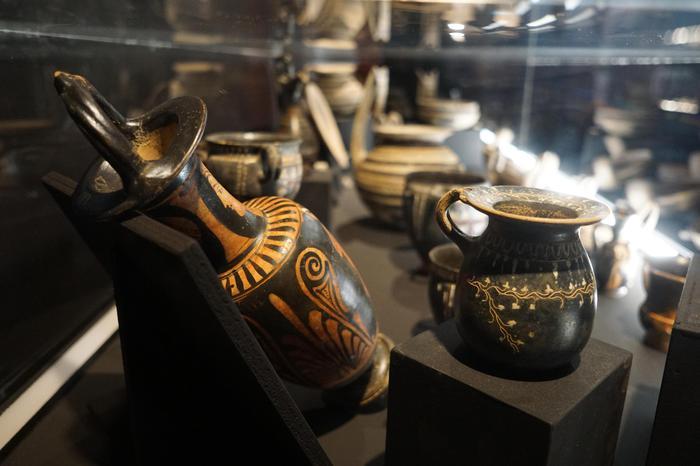 """Cade teca, anfora in frantumi a Pompei: grave danno alla mostra """"Il corpo del reato"""" all'Antiquarium"""