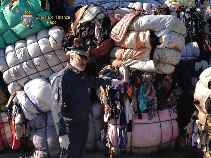 Gdf sequestra rifiuti tessili:  sigilli a due aree di oltre 2mila metri quadrati