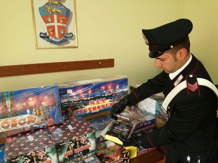 Botti sequestrati dai carabinieri: sono stati trovati in un negozio di alimentari a San Gennaro Vesuviano