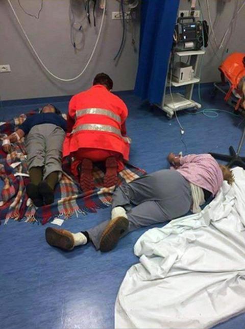 SANITA' NELLA BUFERA Dopo le foto choc dell'ospedale di Nola, la passerella dei politici