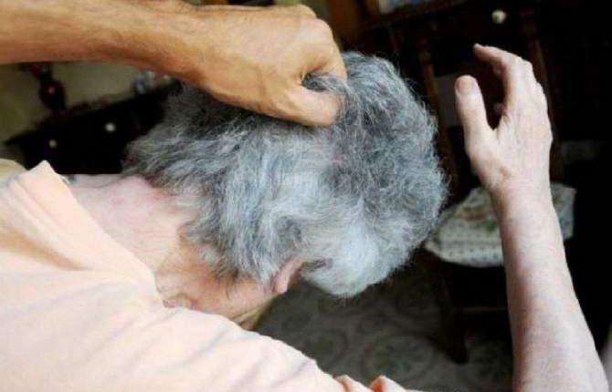Picchia e minaccia la madre anziana, arrestato dai carabinieri a Sant'Anastasia