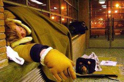 Napoli, emergenza freddo: stazioni metro aperte per i clochard