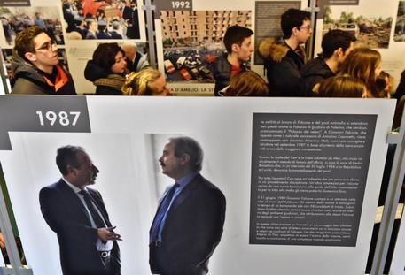 """La Mostra Fotografica targata Ansa """"L'Eredità di Falcone e Borsellino"""" nella scuola di Ponticelli titolata a Davide Sannino"""